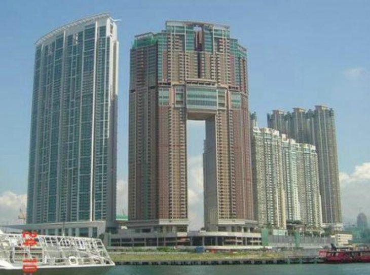 香港九龙站豪宅凯旋门大宅门 2517尺 1.68亿 连2个车位